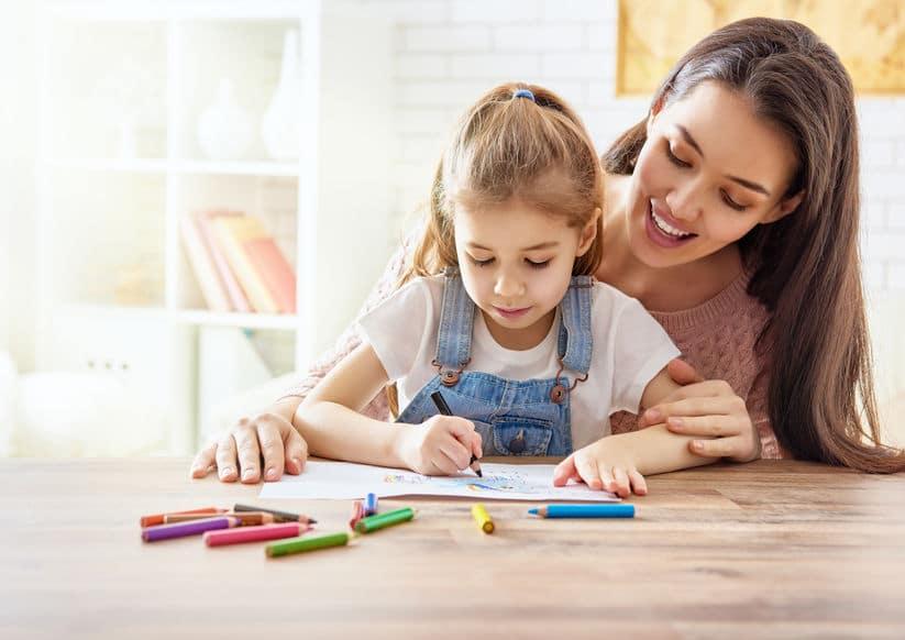 Kinderbetreuung im Homeoffice wegen Corona covid-19 Schulschließungen